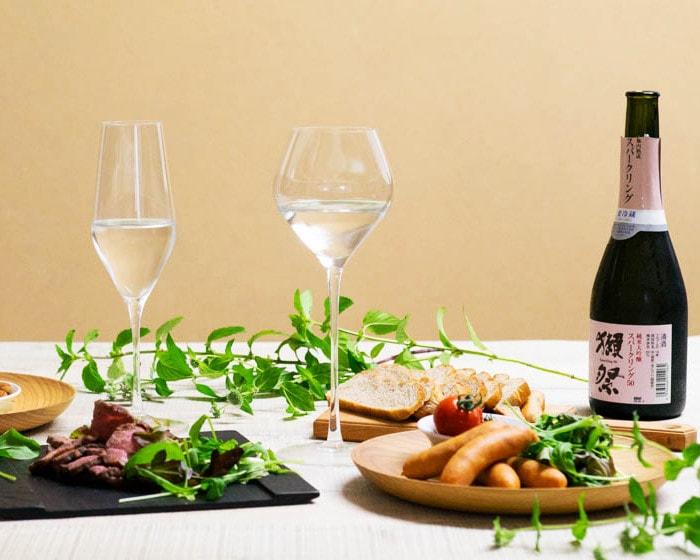 スッと長い持ち手が美しいKARAKUCHIのSAKEグラス