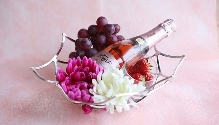 Wine, flowers, and fruits on KAGO from Nousaku