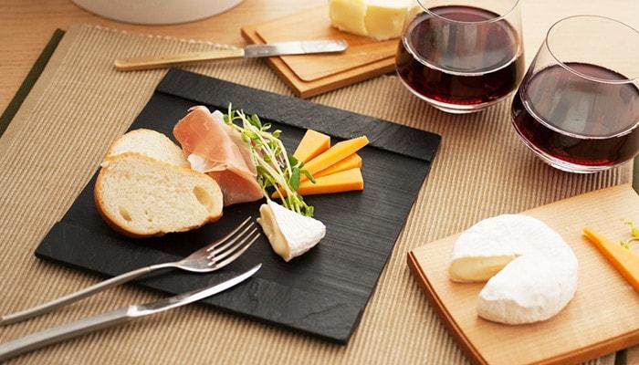 Bread and cheese on slate board SUZURI from Studio GALA