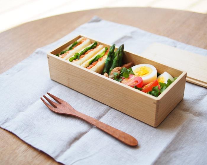 白木の美しい弁当箱