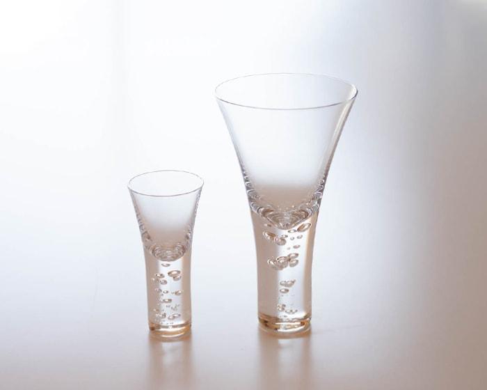 神秘的に立ち昇る泡、sghrのワイングラス