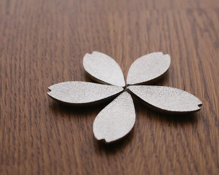 能作錫の桜箸置き