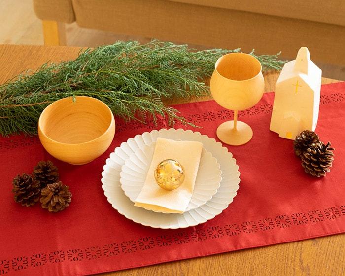 木製食器やパレスプレートを使用したクリスマスコーディネート
