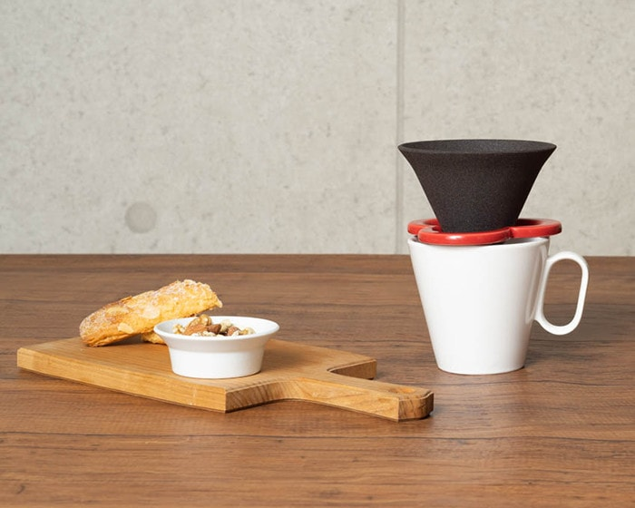 Set of Café hat and mug with a wooden cheese board