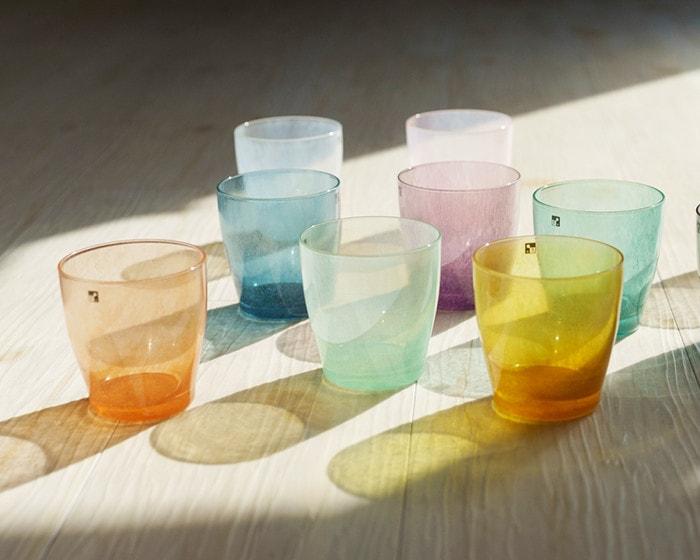 光がさす場所に並んだfresco solitoグラス