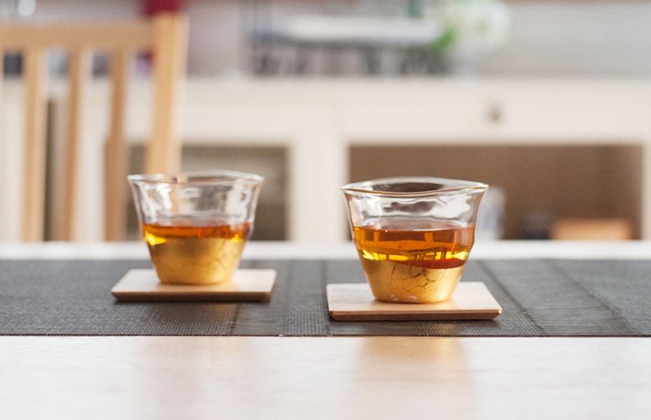 涼やかなくつろぎのひととき 夏を優雅に楽しむ冷茶グラス