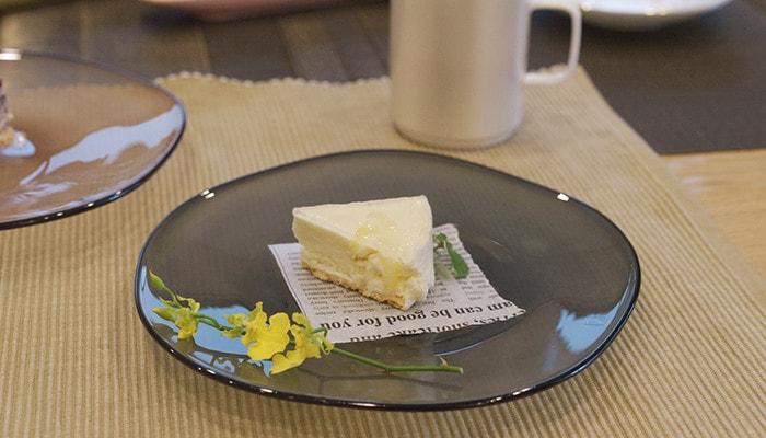 ケーキが乗っているfrescoのkasumiプレートSのアップ