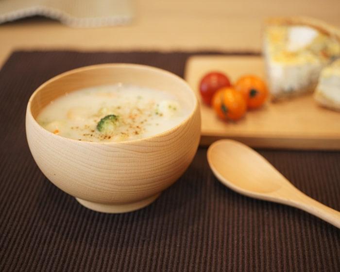 スープの入っためいぼく椀