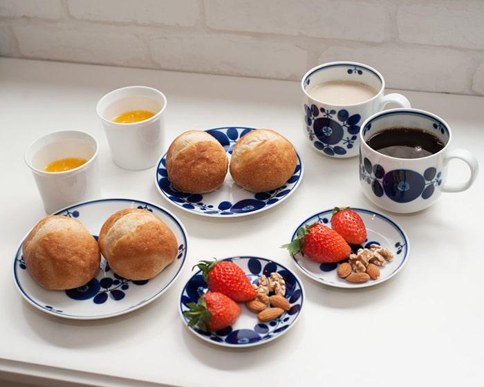 ブルームの食器を使用したティータイムの様子