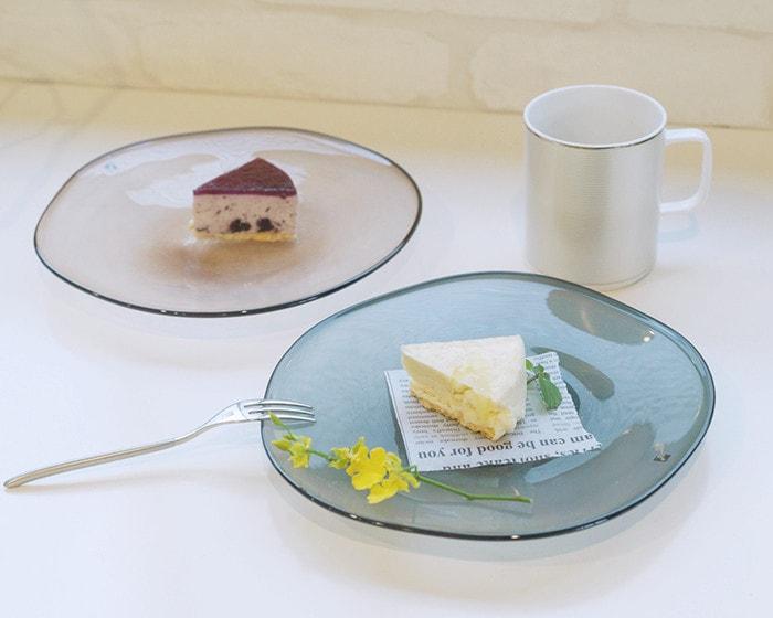 fresco kasumiプレートにケーキを盛りつけたコーディネイト