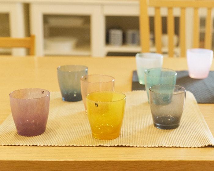 テーブルにfresco solitoグラスが並んでいる