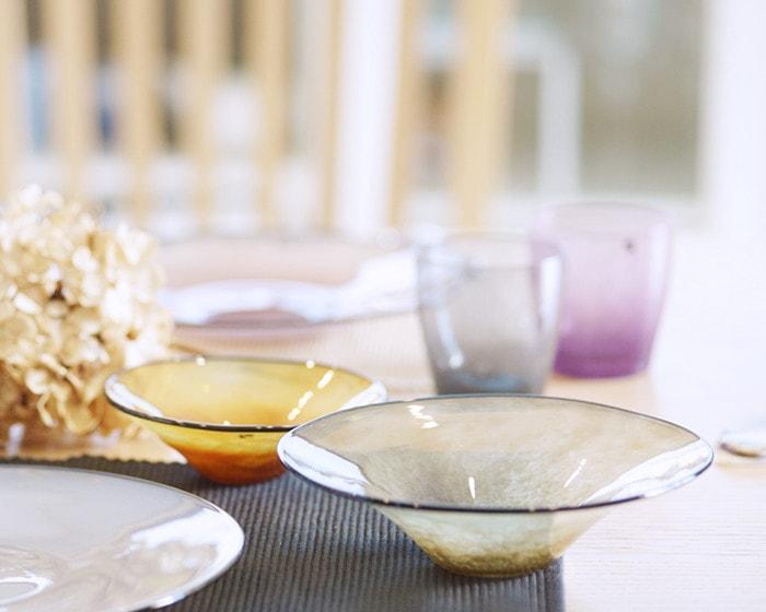 テーブルに並んだfrescoのガラス食器