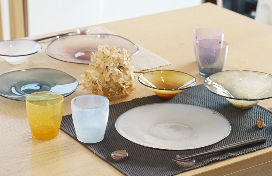 食卓を夏コーデに衣替え!涼し気なガラスのうつわ