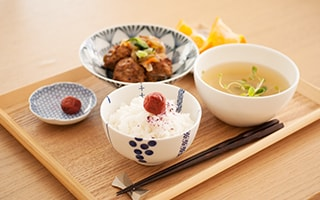 Delicious Rice and More with Stylish Hasami Bowls