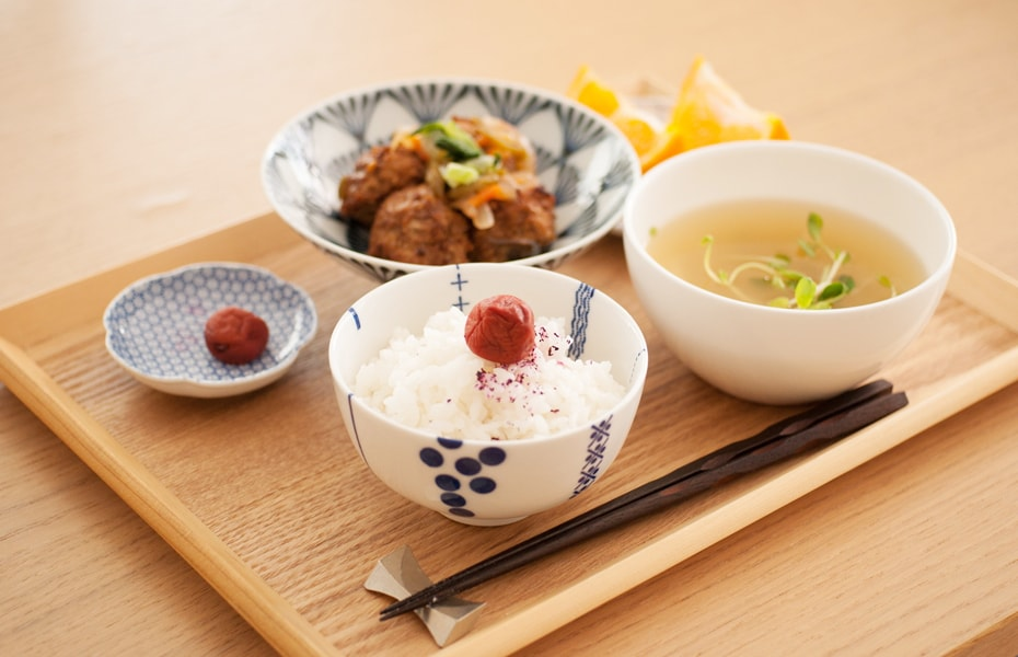 Hasami bowls with rice