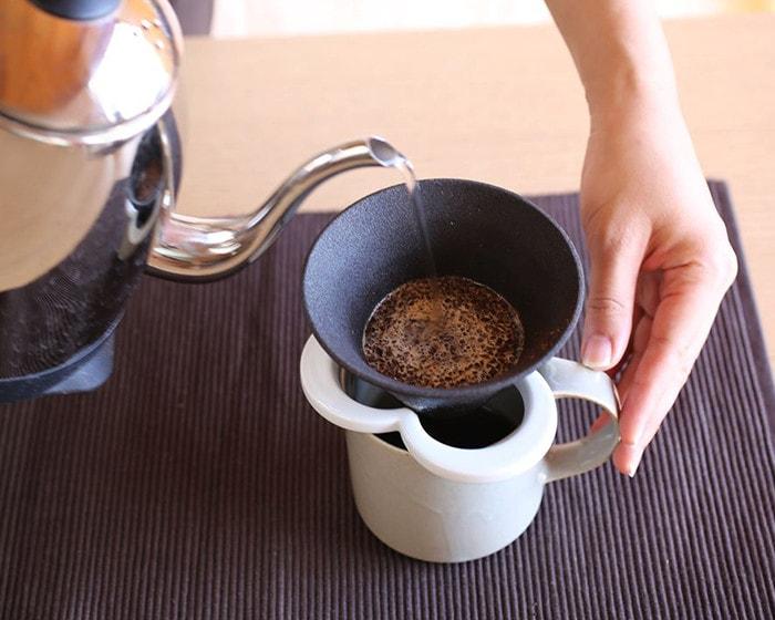 カフェハットでコーヒーと淹れている様子