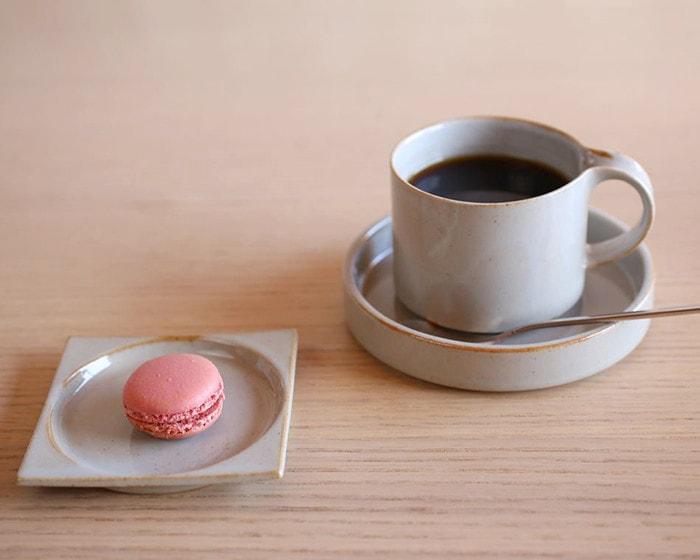 セラミックジャパンのモデラートシリーズのマグに入れたハンドドリップコーヒー