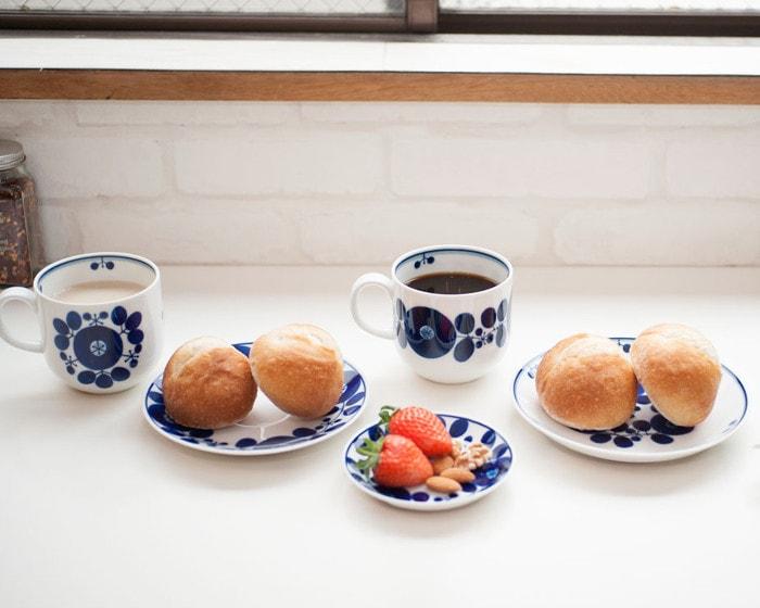白山陶器のブルームシリーズの食器でコーヒーとカフェオレの朝食