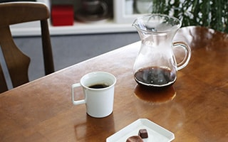 How to brew delicious coffee. Enjoy with dripper and mill.