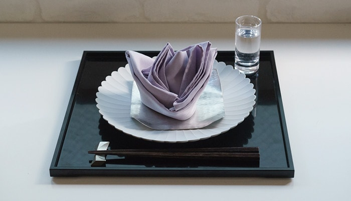 make a beautiful napkin setting with a Palace plate and suzugami