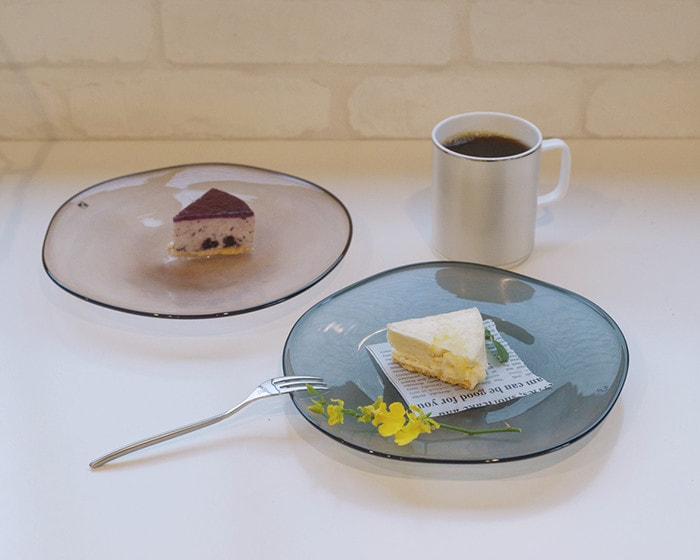 Frescoのkasumiプレートにチーズケーキが載っている