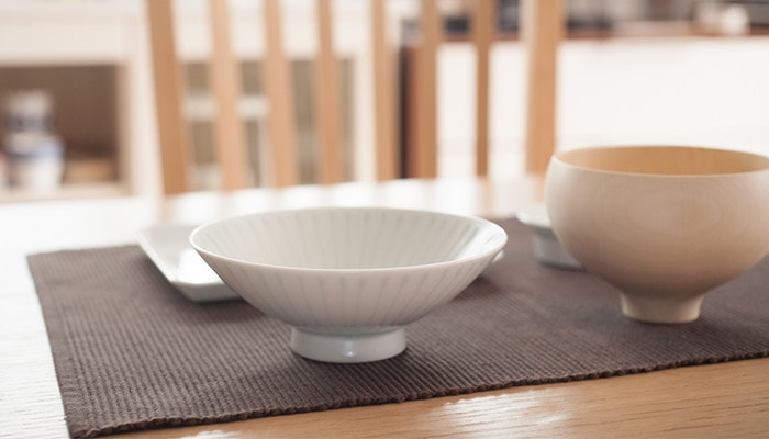 Flat rice bowl from Hakusan Toki