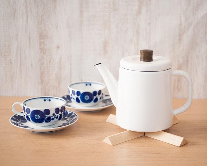 Pottle on Nabeshiki house and Bloom teacups of Hakusan Toki