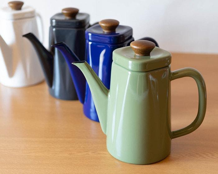 野田琺瑯のコーヒーケトル、アンビが4種類並んでいる