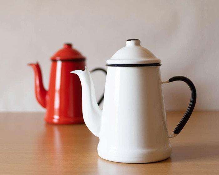 野田琺瑯のコーヒーケトル、ランブルポットの白と赤