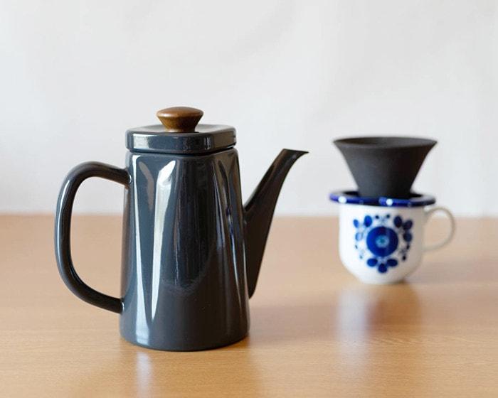 野田琺瑯のコーヒーケトルアンビと白山陶器ブルームコーヒーカップ