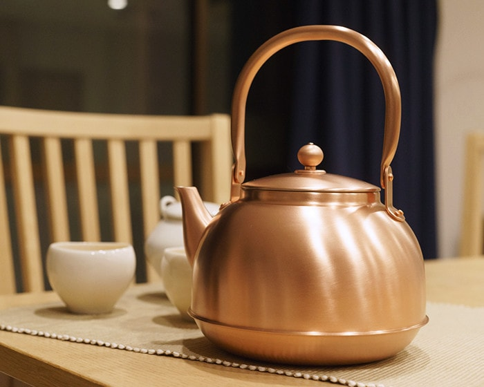 Copper kettle from Azmaya on the table
