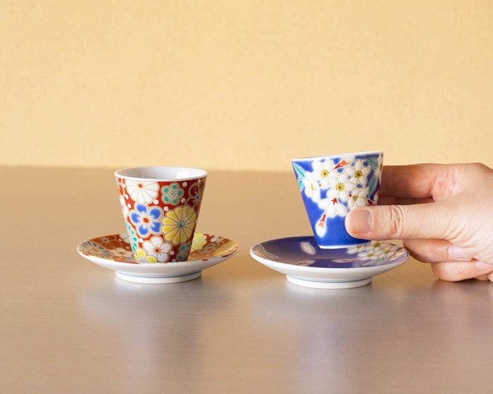 A woman has Kutani cup of Kissho series from Seikou porcelain