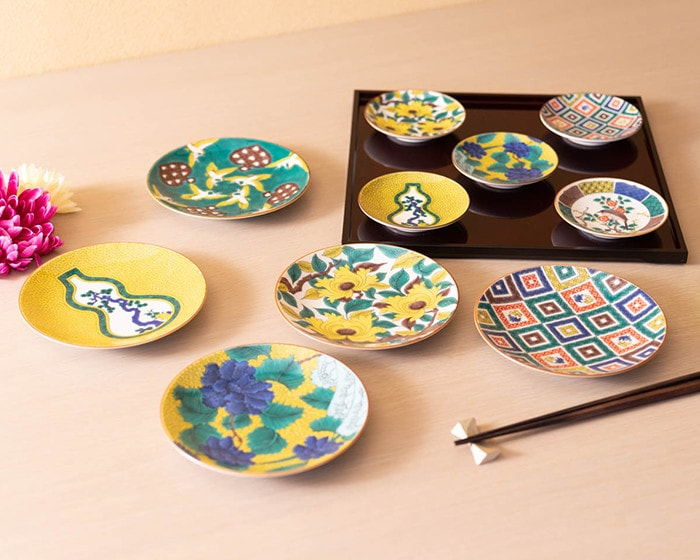 Masterpiece collection of Ko Kutani plates from Seikou porcelain