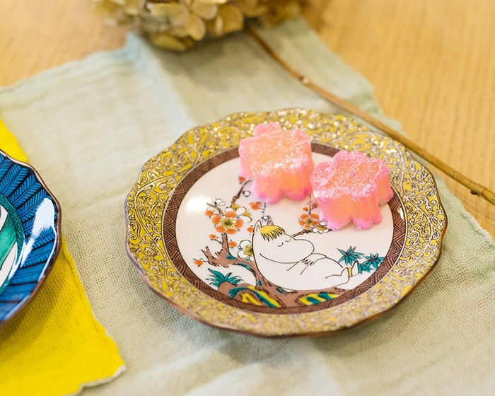Japanese confectionery on Kutani porcelain plate of Snorkmaiden