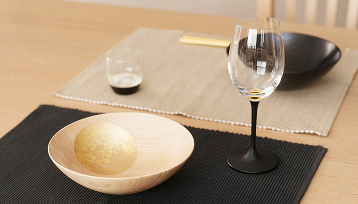 Oborozuki bowl from Hakuichi and lacquer wine glass from Toba Shitsugei on the table