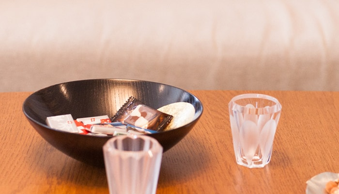 Snacks in Oborozuki bowl and shot glasses from Kimura Glass on the table