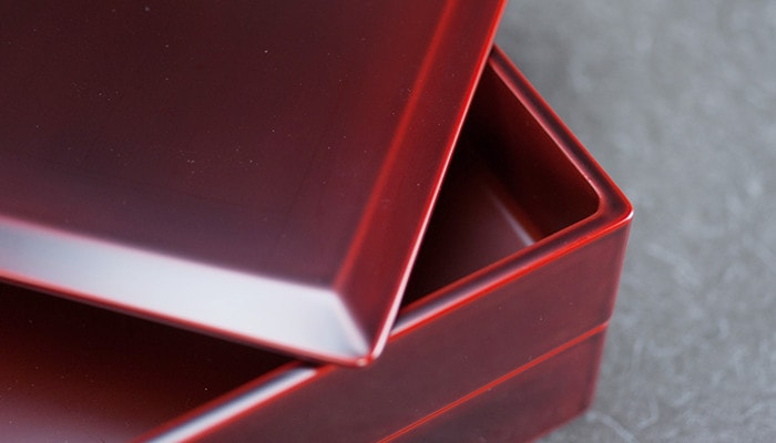 Beautiful gloss of natural lacquer of lacquer box from Wajima Kirimoto