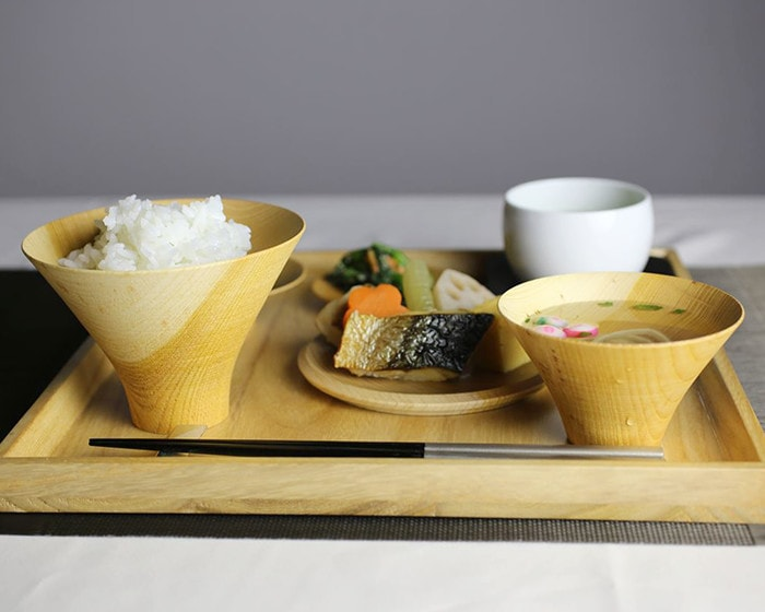 Dishes on lacquer bowls TSUMUGI from Gato Mikio