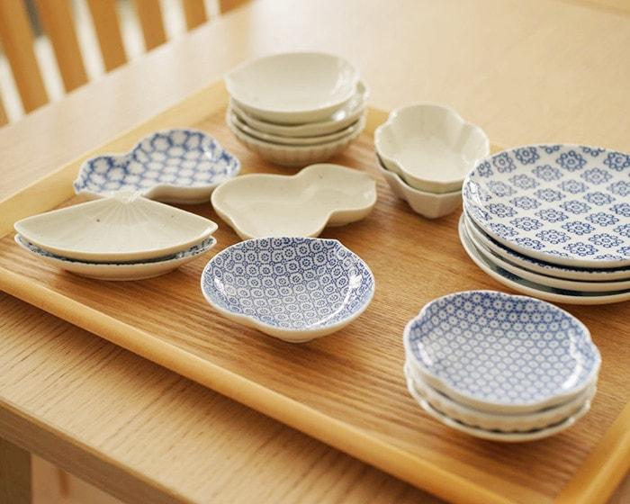 テーブルに並んだ10種類のKIHARAの豆皿