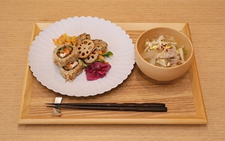Dishes of Japanese craftworks recommended for new life