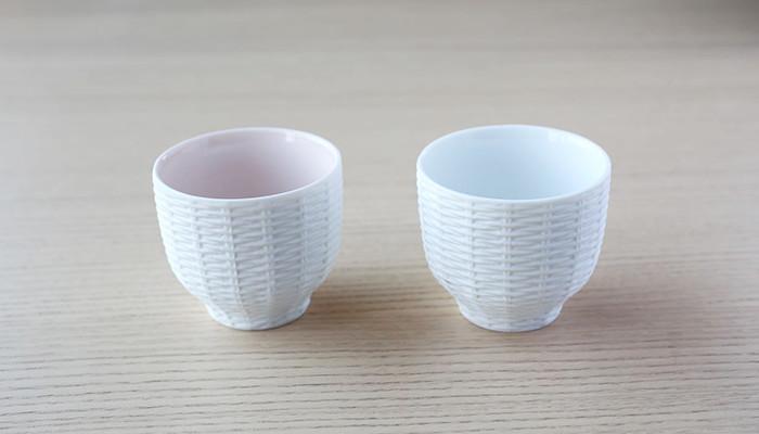 トレースフェイスのラタンのカップが2つ