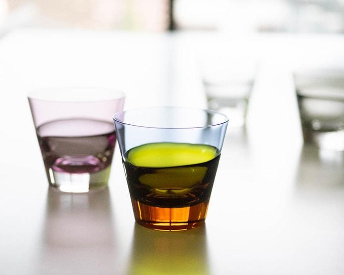ワイヤードビーンズのペアロックフロストグラスにミント系やベリー系の飲み物が注がれている