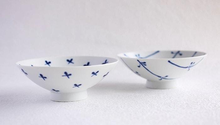 白山陶器の平茶碗のブルーフラワーのセット