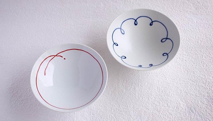 白山陶器の平茶碗のブルー&レッドラインのセット