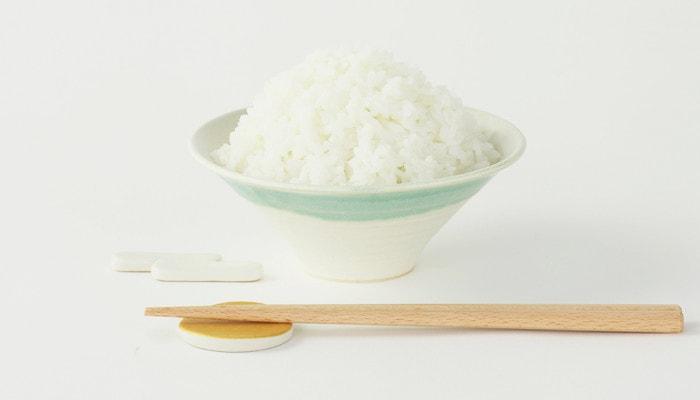 ご飯が盛られた富士椀と箸セット
