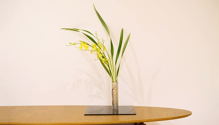 Suzugami flower vase set on the table