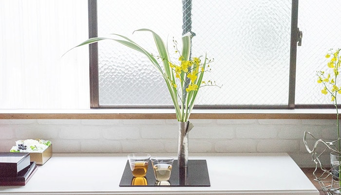 Suzugami flower vase set and glasses on Oshiki