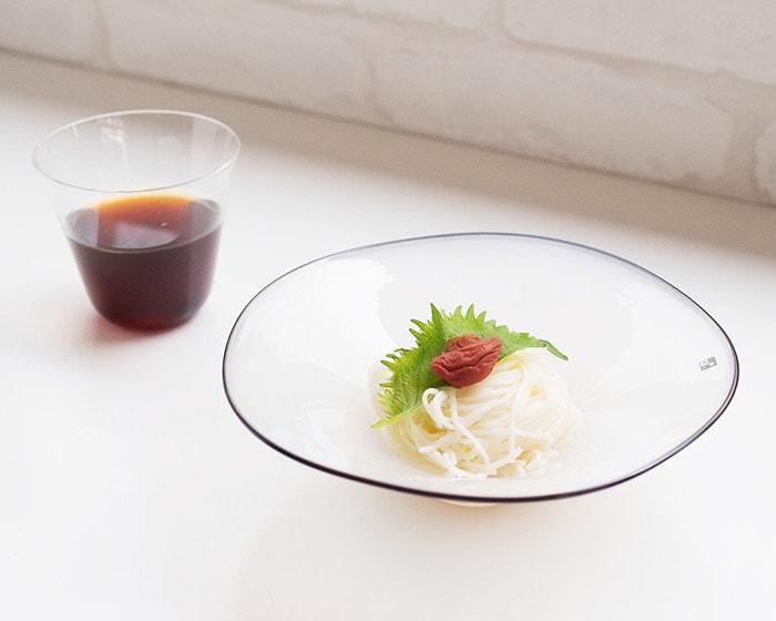 素麺が盛り付けられたfresco kasumiプレートホワイト