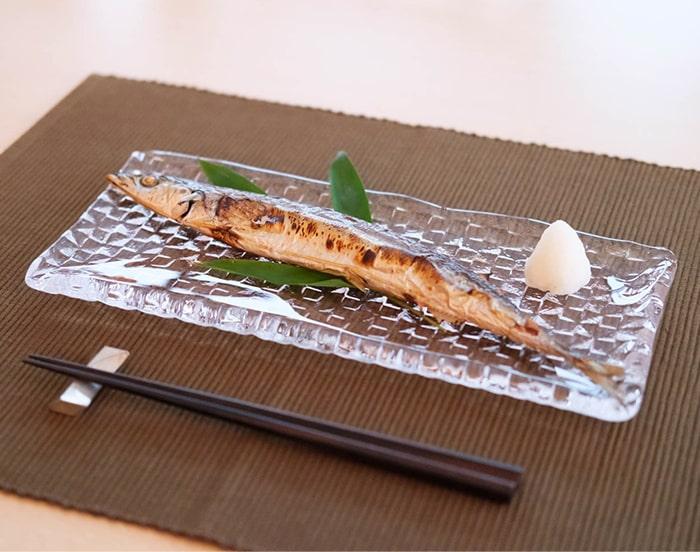 グリットプレートLには秋刀魚がちょうどよく載っている