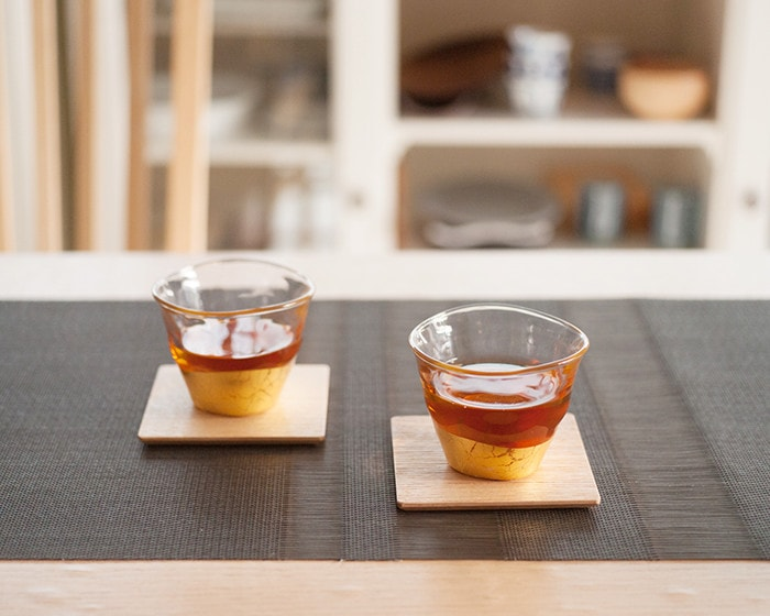 Iced tea in gold leaf tea glasses from Hakuichi